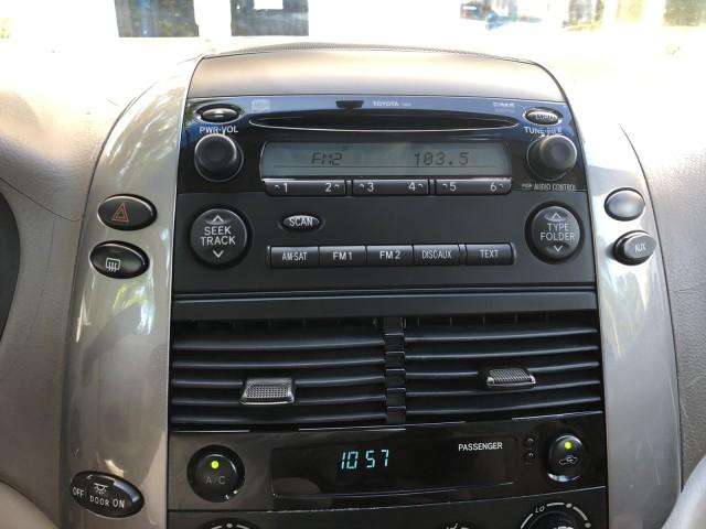 2007 Toyota Sienna LE 1-Owner Clean CarFax Cloth 3rd Row 8 Passenger in pompano beach, Florida