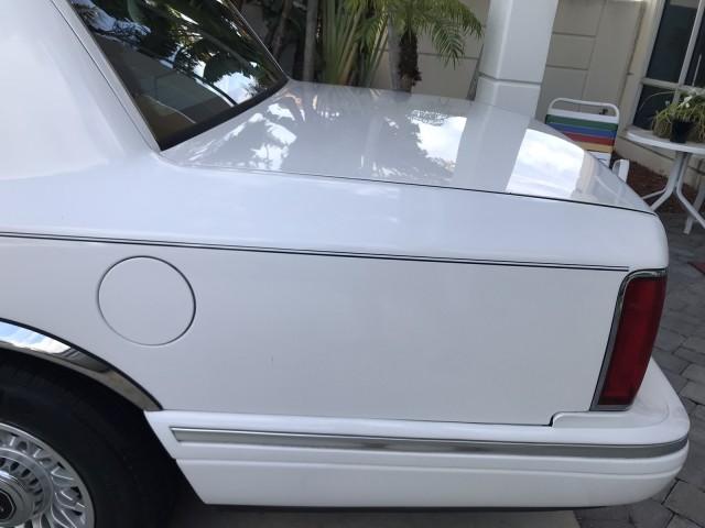 1997 Lincoln Town Car Executive Cloth Seats Power WIndows Low Miles in pompano beach, Florida