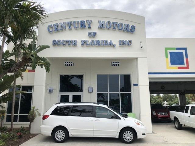 2007 Toyota Sienna LOW MILES LE 1 OWNER  FL in pompano beach, Florida