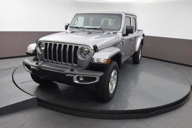New 2021 JEEP Gladiator Sport S