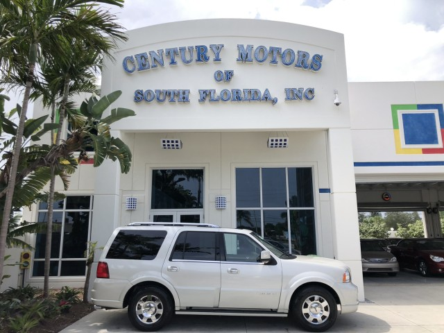 2005 Lincoln Navigator LOW MILES Luxury LIMITED in pompano beach, Florida