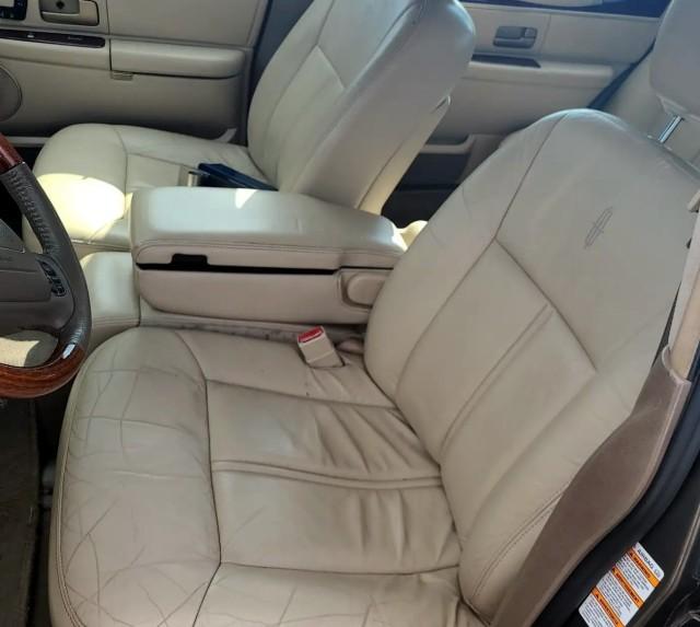 Used 2004 Lincoln Town Car Ultimate L Sedan for sale in Geneva NY