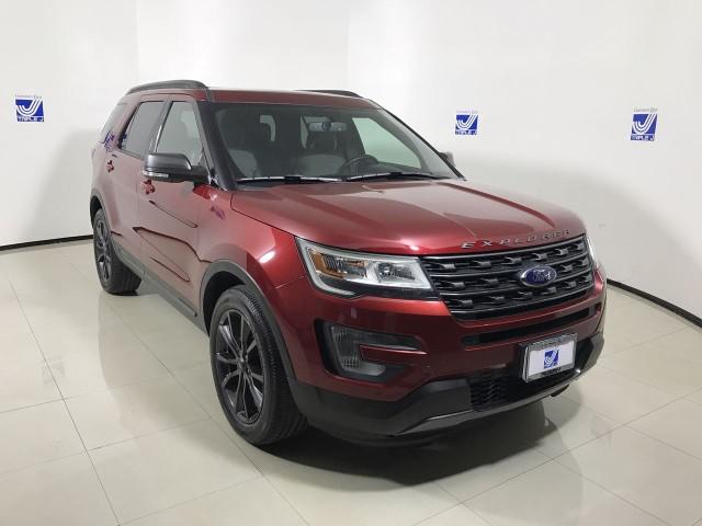 Pre-Owned 2017 Ford Explorer XLT