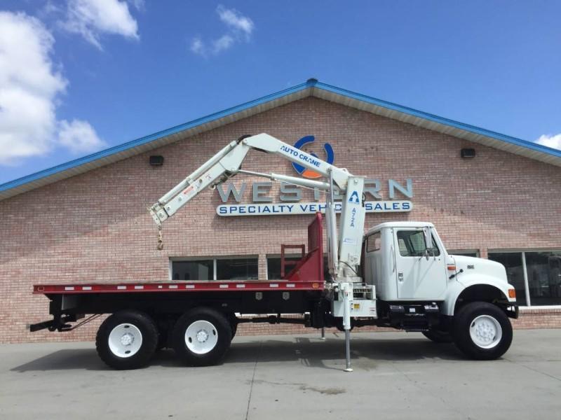 2000 International 4900 Knuckle Crane