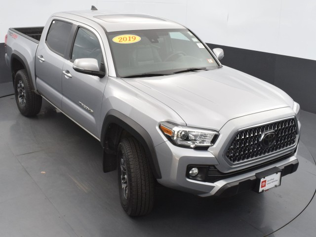 Certified Pre-Owned 2019 Toyota Tacoma 4WD TRD Off Road w/ MOONROOF