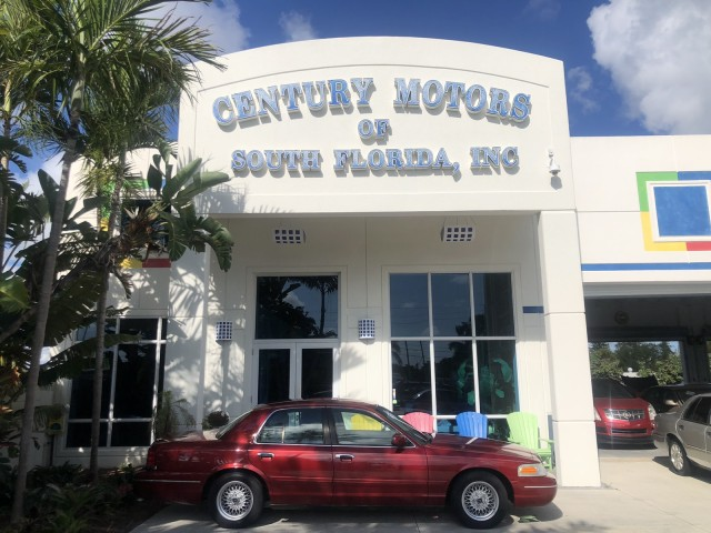 2001 Ford Crown Victoria MINT LX 1 OWNER LOW MILES in pompano beach, Florida