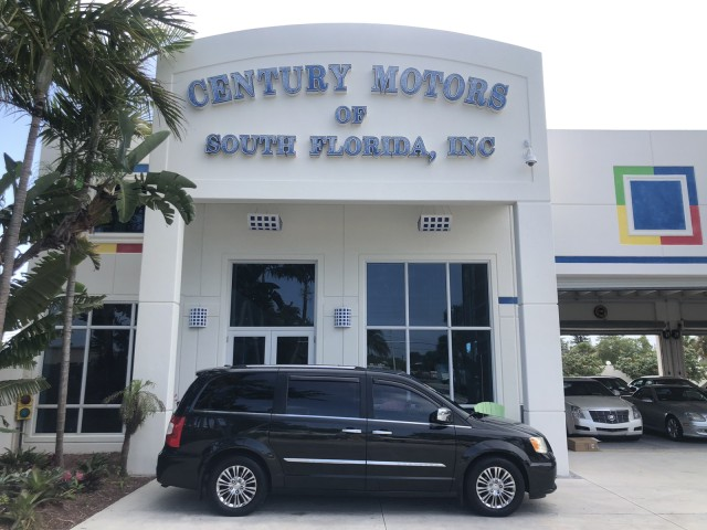 2011 Chrysler Town & Country WARRANTY Limited 22 SERVICE RECORDS FL in pompano beach, Florida