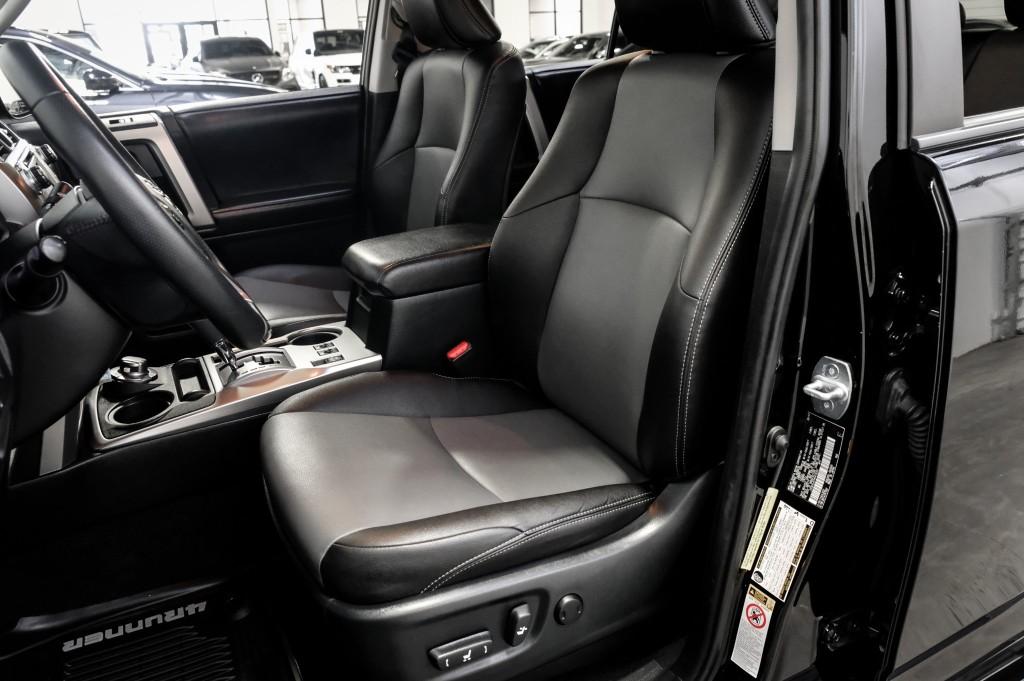 Pre-Owned 2017 Toyota 4Runner 4WD SR5 Premium w/ Nav Heated Seats Premium PKG Tow PKG
