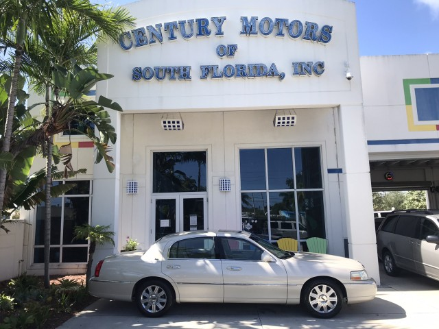 2003 Lincoln Town Car Cartier Heated Leather Sunroof CD Changer in pompano beach, Florida