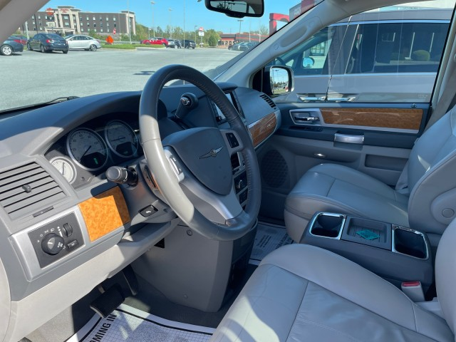 2008 Chrysler Town and Country Limited Minivan-Van