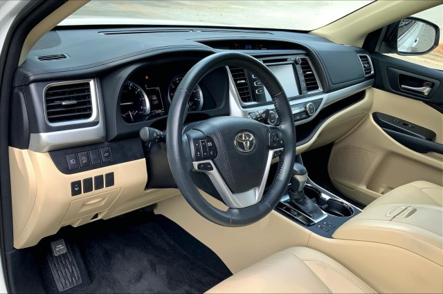 Certified Pre-Owned 2018 Toyota Highlander SE V6 FWD (Natl)