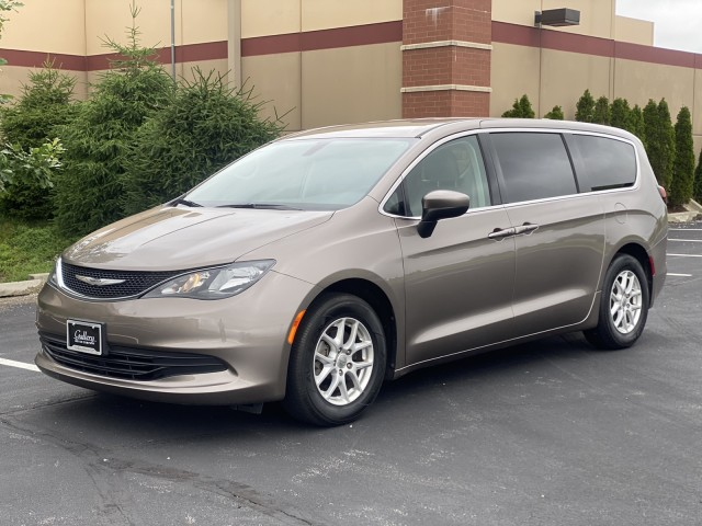 2017 Chrysler Pacifica Touring in Chesterfield, Missouri