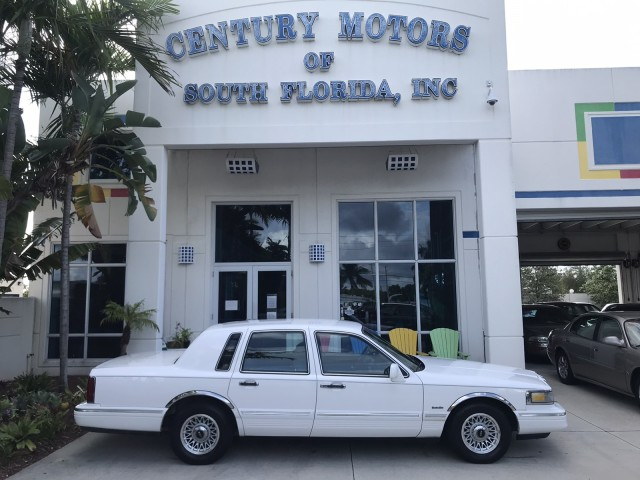 1997 Lincoln Town Car Executive Cloth Seats Power WIndows Low Miles in pompano beach, Florida