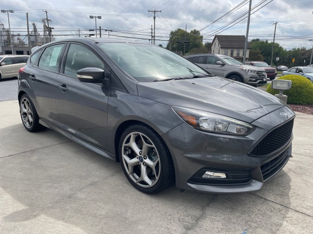 2018-Ford-Focus-ST