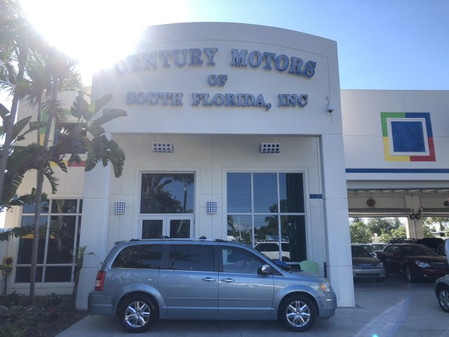 2008 Chrysler Town & Country Limited LOW MILES in pompano beach, Florida