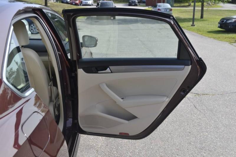 2014 Volkswagen Passat SE in Wiscasset, ME