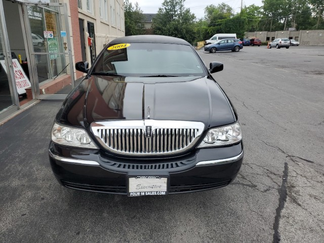 2004 Lincoln Town Car w/Livery Pkg in Buffalo, New York