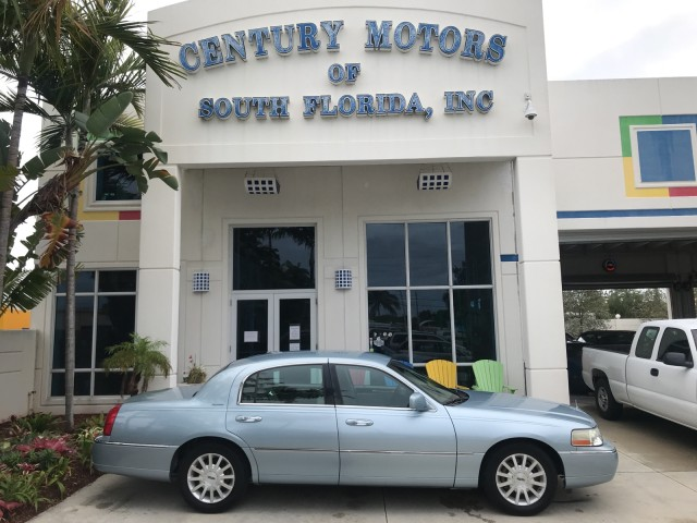 2006 Lincoln Town Car Signature in pompano beach, Florida