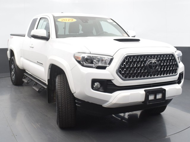 Certified Pre-Owned 2019 Toyota Tacoma 4WD TRD Sport w/ TECH PACKAGE!