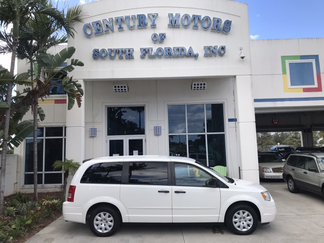 2008 Chrysler Town & Country LX Stow-N-Go Seating Rear A/C CD MP3 AUX in pompano beach, Florida