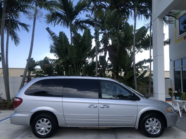 2007 Chrysler Town & Country LWB Limited 1 OWNER FLORIDA in pompano beach, Florida