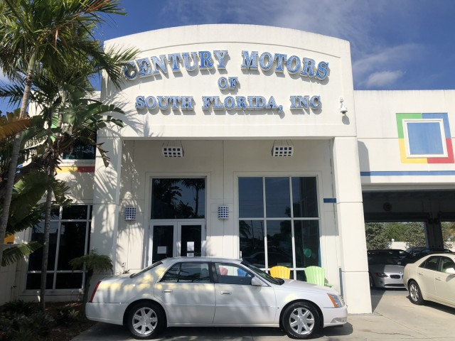 2006 Cadillac DTS w/1SB, v8  Northstar, 2 owner, leather, no accidents in pompano beach, Florida