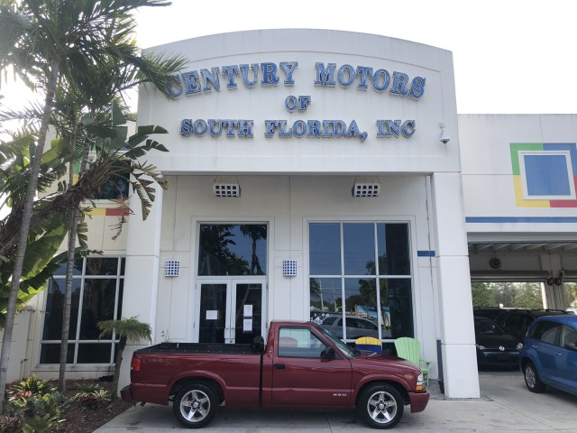 2001 Chevrolet S-10 P/U 2 owner., clean CARFAX, no accidents, manual transmission in pompano beach, Florida