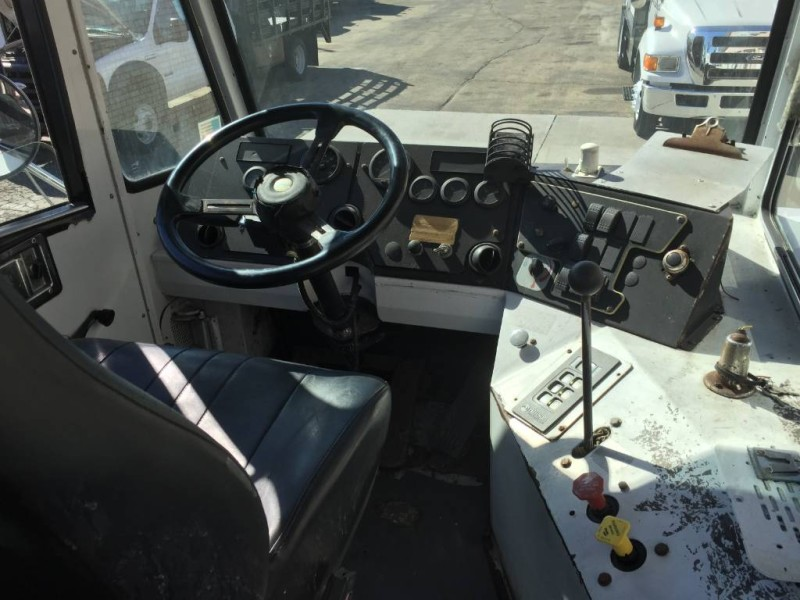 2008 Capacity TJ5000 Spotter Truck