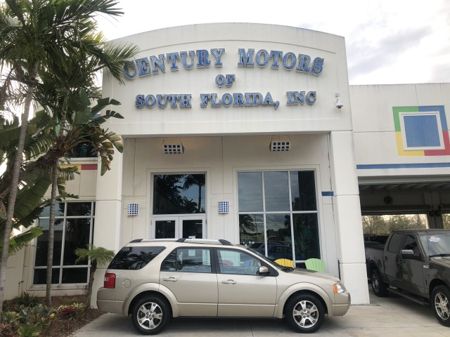 2005 Ford Freestyle Limited, 8 passenger, 3rd row seating,  leather, low miles in pompano beach, Florida