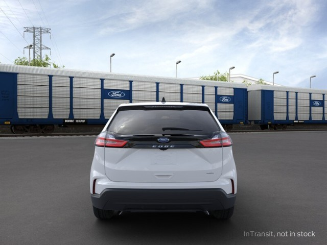 New 2021 Ford Edge SE