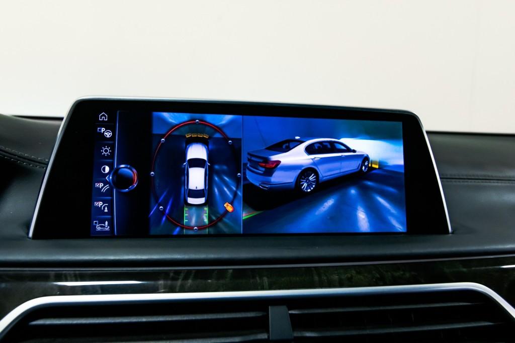 Pre-Owned 2017 BMW 7 Series 750i HeadsUpDisplay ExecPKG Htd/ACMassageSeats M-SportPKG B&WDiamondSound DriveAssist