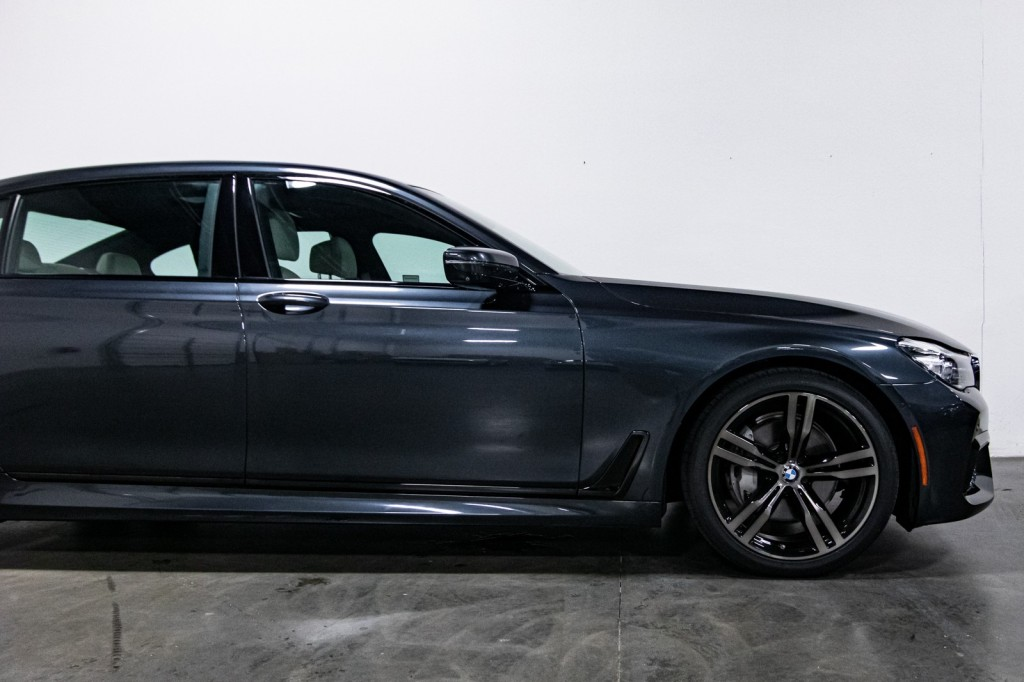 Pre-Owned 2017 BMW 7 Series 740i M-Sport ExecutivePkg PanoLEDSkyRoof B&WSound DrvrAsstPlusII