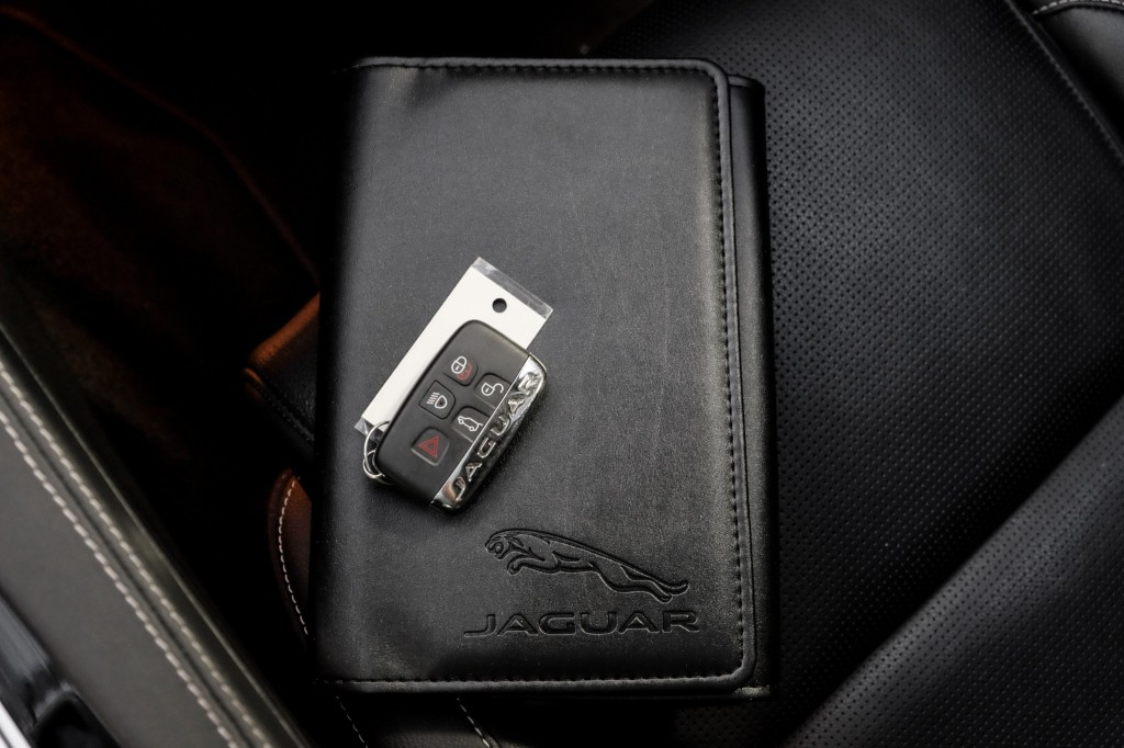 Pre-Owned 2017 Jaguar F-PACE 35t R-Sport Nav BackUpCam HeatedSeats Protection PKG Black PanoRoof