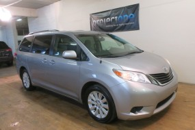 2014 Toyota Sienna LE in Carlstadt, New Jersey
