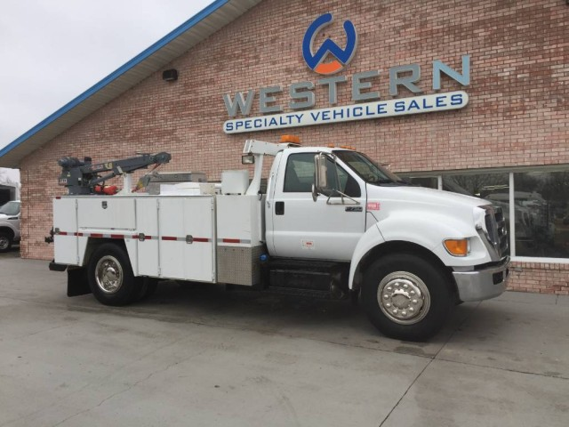 2011 Ford Super Duty F-750 Straight Frame XL